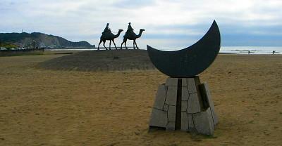 「月の沙漠」記念碑