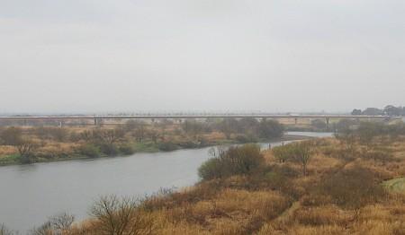 渡良瀬川と三国橋