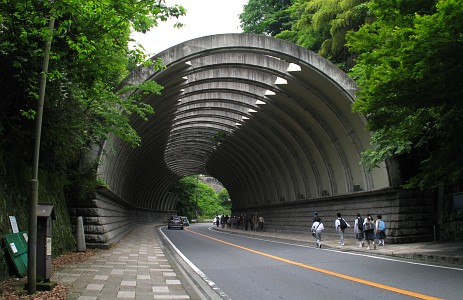 巨福呂坂洞門