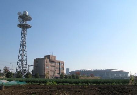 鶴見川流域センターと横浜国際総合競技場