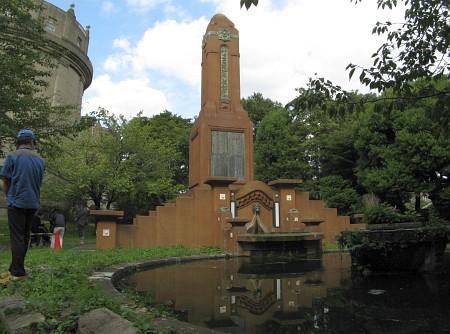 水道布設記念碑
