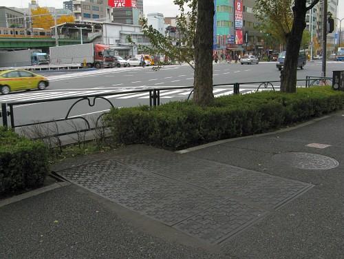 7連×2列の特殊人孔鉄蓋