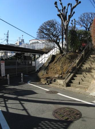東松原駅の裏