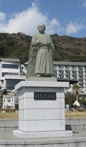 龍馬志の像