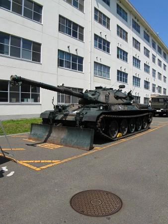 自衛隊蓋と戦車