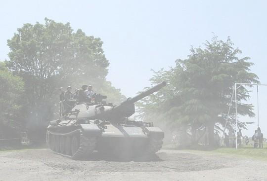 ぐりぐり写真:迫る戦車