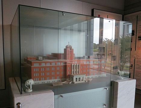 茨城県庁舎の鉄蓋展示