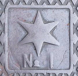 蹴上発電所の星